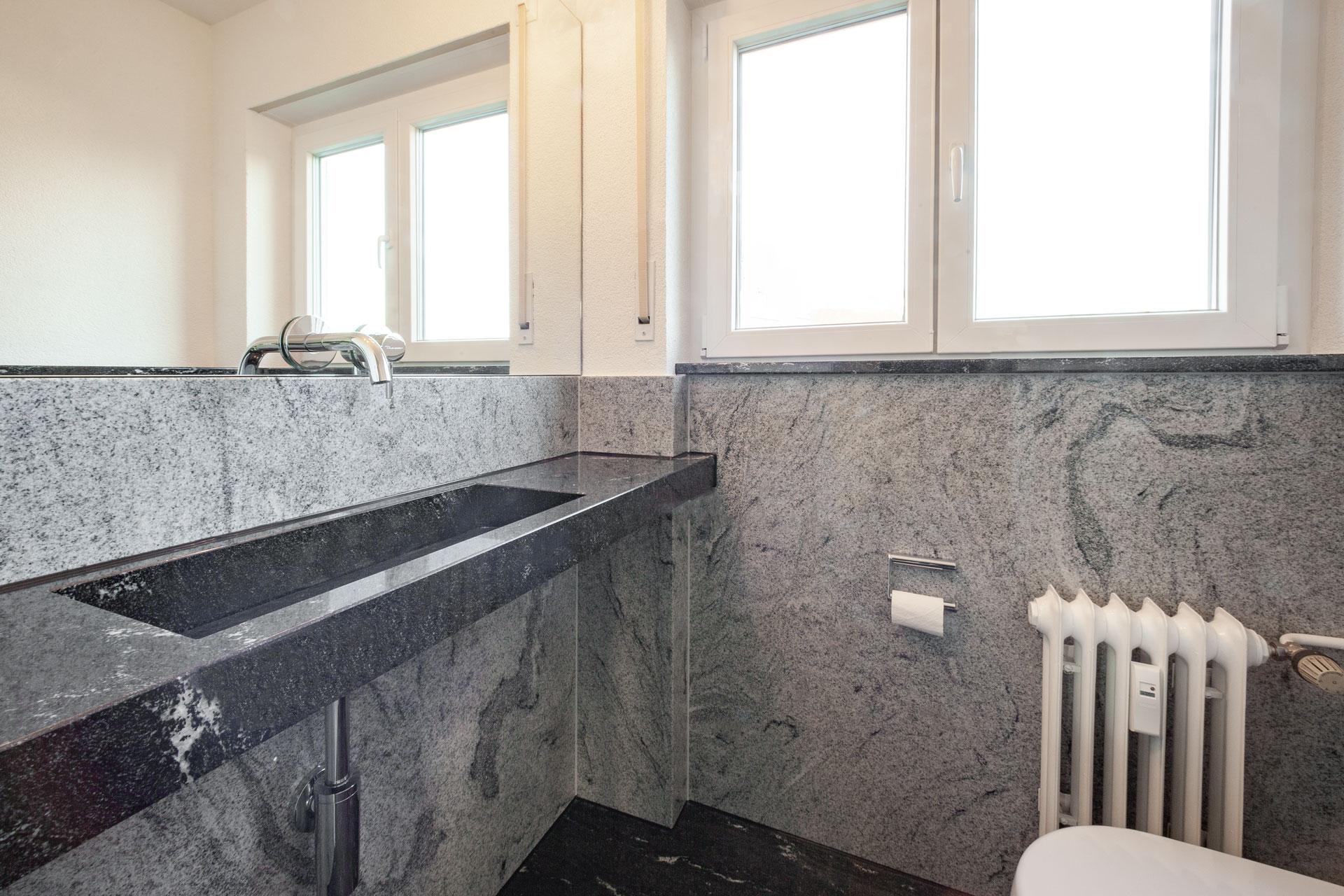 Badezimmer aus Naturstein Viscont White & Virgina Black