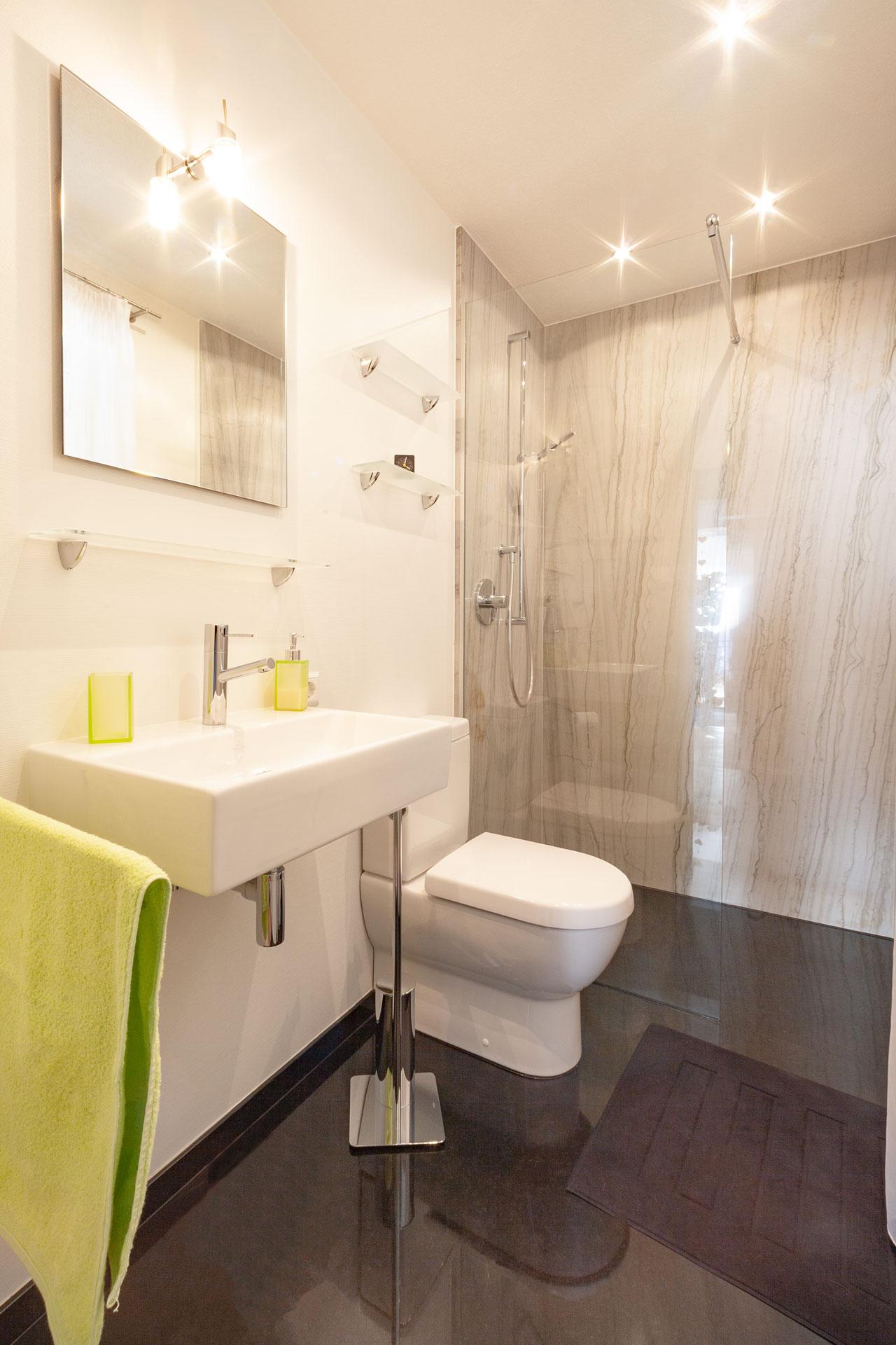 Badezimmer aus Naturstein White Macaubas