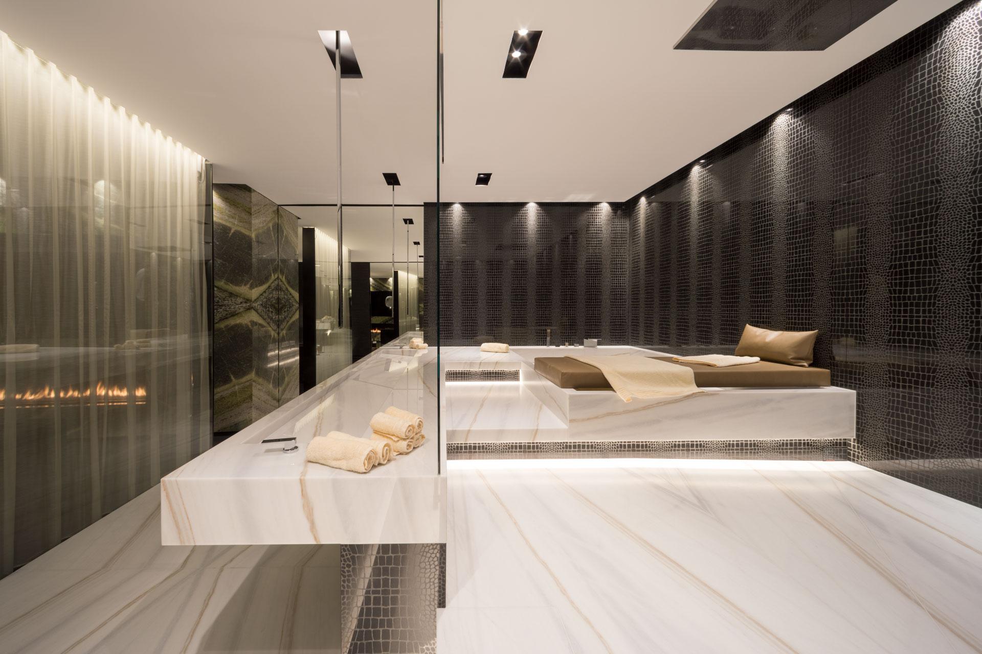 Badezimmer aus Naturstein Bianco Lasa Covelano & Nero ...